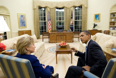 Barack_Obama_and_Hillary_Clinton_in_the_Oval_Office